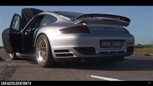 ▲擁有1800匹馬力的保時捷911 Turbo S撞車(圖/翻攝自Car Acceleration TV)