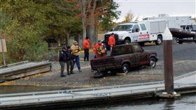 美國,卡車,潛水,骨骸。(圖/翻攝自Umatilla County Sheriff's Office臉書)