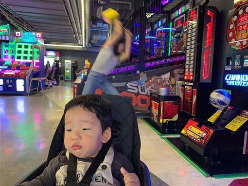孩子,南韓,媽媽,https://www.facebook.com/DDINGDUCTION/photos/pcb.759800731131951/759800187798672/?type=3&theater