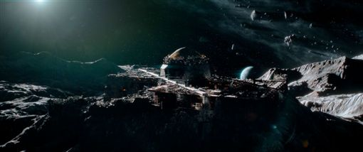 鋼鐵蒼穹2:惡搞新世紀 劇照