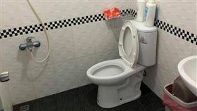 家在風景區入口!她收10元借廁所遭嫌…網反讚爆:超佛(圖/翻攝自爆廢公社二館)