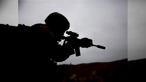 自2014年開始在伊拉克和敘利亞地區橫行的伊斯蘭國(IS),一直是美軍欲殲滅的頭號恐怖組織。美國總統川普27日宣布,伊斯蘭國首腦巴格達迪已在美軍於敘利亞發動的突襲行動中喪生。(示意圖/圖取自Pixabay圖庫)