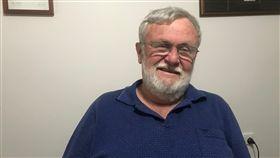 澳洲退休律師長期挺台今年73歲的澳洲退休律師達菲近期向澳洲國會請願,請求眾議院要求澳洲政府,給予中華民國在台灣正式、全面的外交承認。他希望連署能獲得2萬人支持,越多越好。(達菲提供)中央社記者石秀娟雅加達傳真 108年10月29日