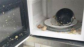 網友「爆怨公社」講述自己妻子把茶葉蛋拿去微波,結果爆炸了。(圖/翻攝自爆怨公社)