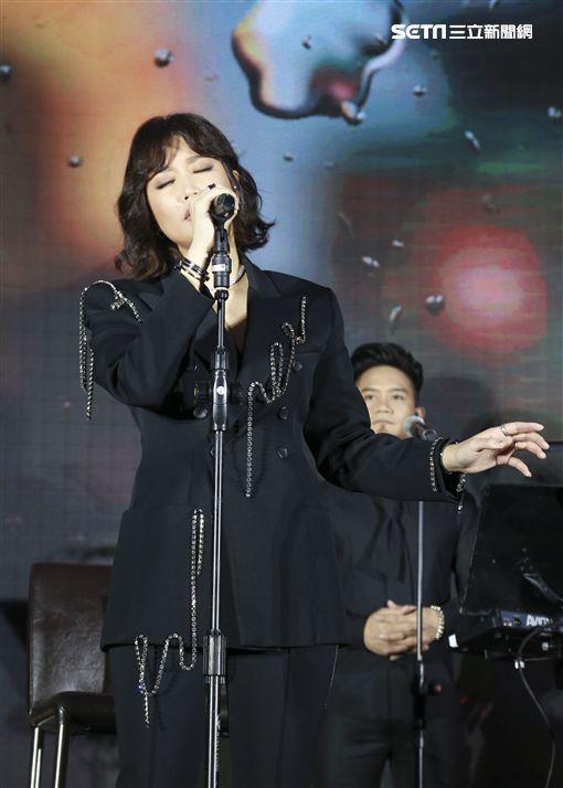 小巨蛋開演唱會的A-Lin記者會記者林士傑攝影