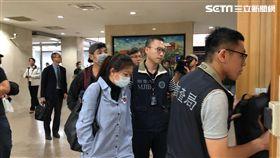 瑞傑國際地產公司投資泰國房地產,吸金4億元案,業務員被移送台北地檢署複訊,赫然發現戴著帽子口罩的鄉土劇藝人成潤。(圖/記者楊佩琪攝)