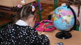 女童,女孩,寫作業,寫字,上學,讀書(圖/pixabay