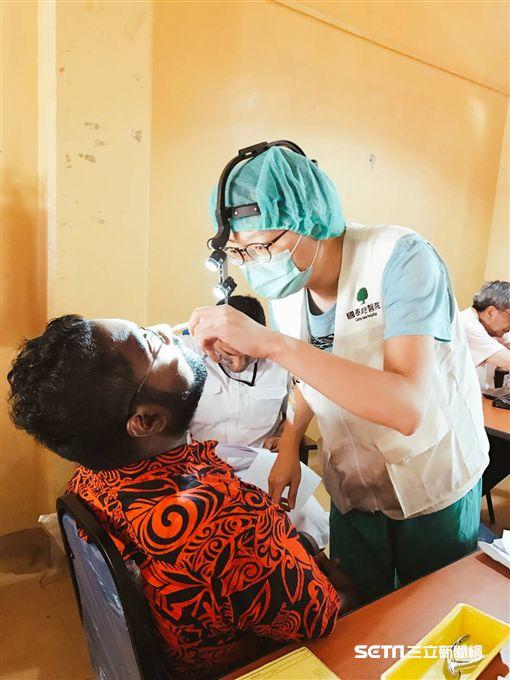 國泰醫療團送愛至斐濟。(圖/國泰醫院提供)
