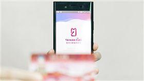 內政部23日表示,只要下載APP,就可用手機申辦政府服務;11月繳納地價稅率先開放使用,未來將持續擴大服務。(內政部提供)