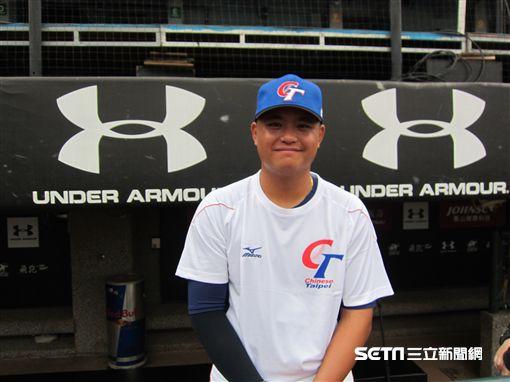 ▲旅美投手胡智為向世界棒球12強賽台灣犬中華隊報到。(圖/記者蕭保祥攝影)