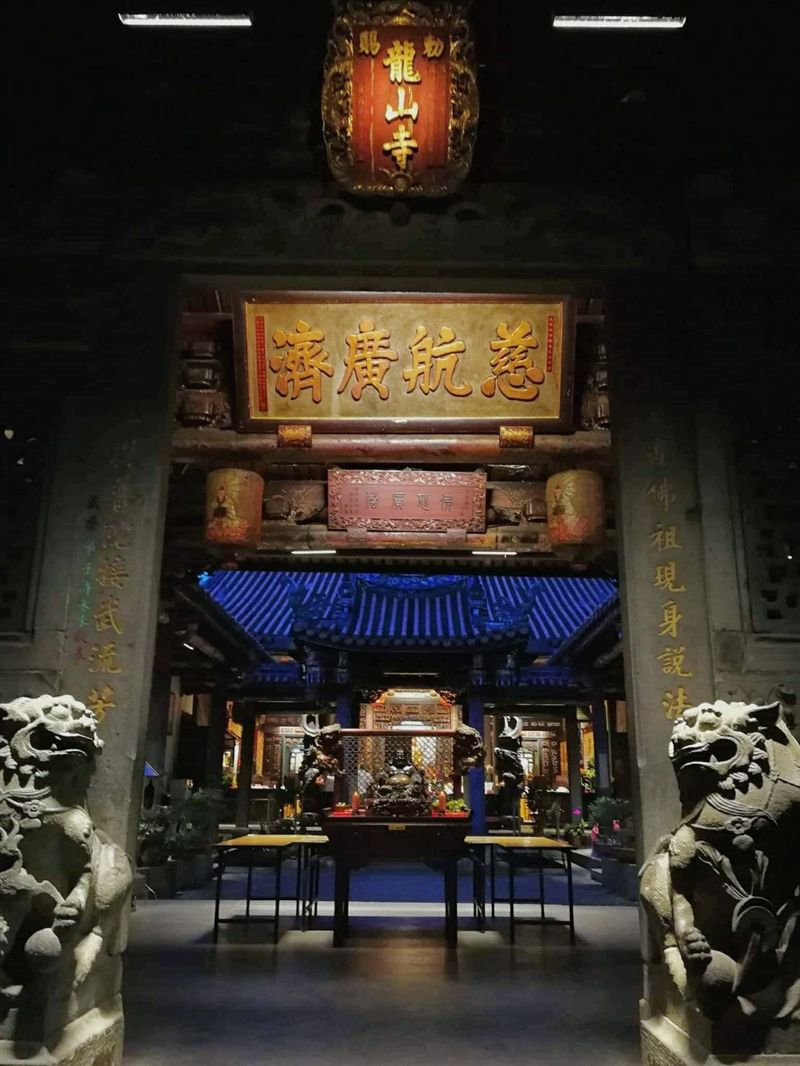 鬧中取靜的佛寺聖地 淡水龍山寺