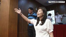 高雄市議員李雅靜與高雄市議員高閔琳,邱俊憲,李柏毅等人在議場互槓,韓國瑜人形立牌