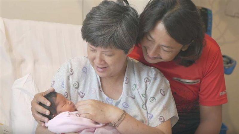 51歲驚險產子 男星心痛:害了太太