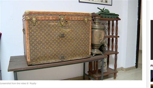 烏克蘭,古董,皮箱,Louis Vuitton,LV(圖/翻攝自RT)