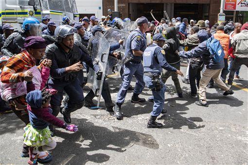 南非,仇外攻擊,難民靜坐,抗議遭捕,已獲釋(圖/美聯社/達志影像)