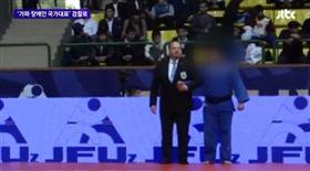韓國輸不起?「盲人柔道」冠軍造假 視力檢查1.0考駕照 圖翻攝自JTBC