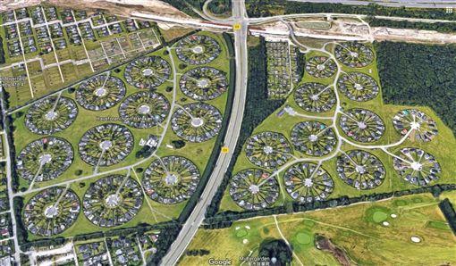 這社區整齊如「披薩」切塊 空拍爆密集恐懼症BrøndbyHaveby(圖/翻攝自Google Map)