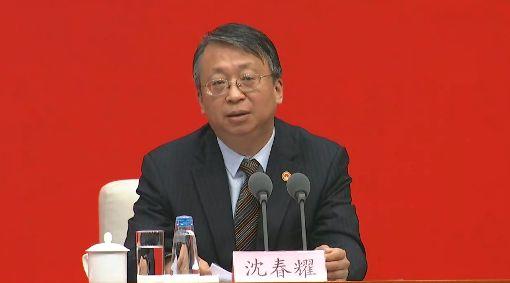 四中全會港澳方針疑緊縮 北京避答強調一國中共19屆四中全會提出要建立港澳「維護國家安全的法律制度和執行機制」,被認為是緊縮之舉。但中國全國人大常委會法工委主任沈春耀1日並未正面回答,僅強調「一國」的重要。中央社記者邱國強北京攝 108年11月1日