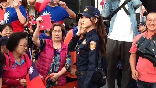 韓粉都讓開…「仙氣女警」圖翻攝自爆廢公社公開版臉書