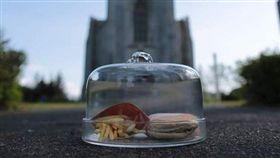 冰島最後一份麥當勞!竟然被保存了10年 現況曝光  (圖/翻攝自Bus Hostel IG)