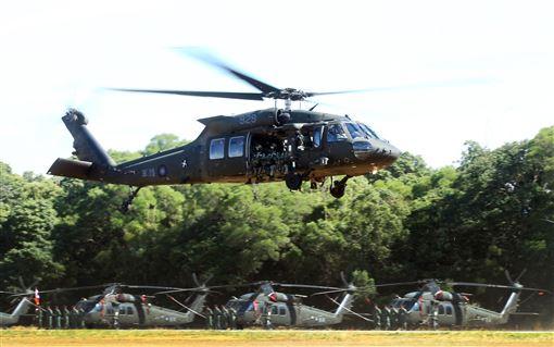UH-60M黑鷹直升機正式加入國軍戰鬥序列,共同肩負起保家衛國的光榮使命。。(記者邱榮吉/台中拍攝)