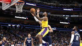▲詹姆斯(LeBron James)39分12籃板16助攻,本季首度「大三元」。(圖/美聯社/達志影像)