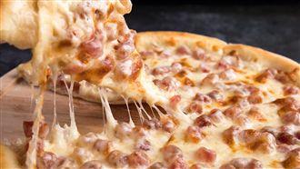披薩龍頭換人當?網一致推:餅皮無敵