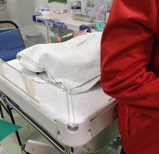 早產兒夭折突復活!睜眼見家人「最後一面」 撐9小時斷氣(圖/翻攝自Shah IG)