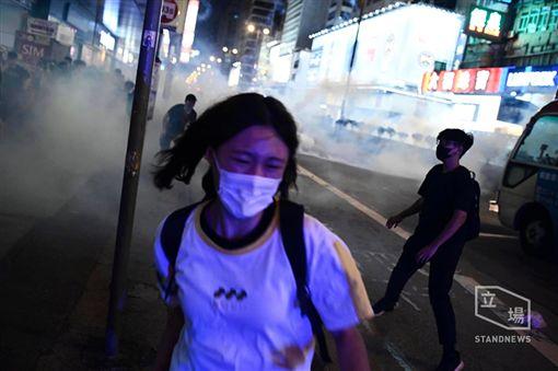 香港,反送中,一觸即發!反送中場面火爆 入夜催淚彈、汽油彈、糞便齊飛(圖/翻攝自立場新聞臉書)