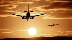 美國聯邦航空總署數據顯示,1947年至2012年間,全球共有96人在飛航期間,躲在85架班機的機下輪艙。(示意圖/圖取自Pixabay圖庫)