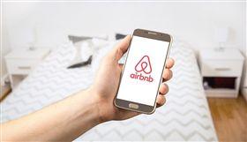美國加州發生一起租屋辦萬聖節百人轟趴,卻釀成5死的槍擊慘案,促使網路平台Airbnb宣布,禁止房客「訂房辦派對」。(圖取自Pixabay圖庫)