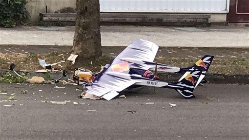 墾丁滑翔機才砸死人 苗栗又傳模型機墜落馬路撞路樹