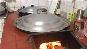 網友在爆廢公社上分享,家裡爐灶仍使用,網友超羨慕的。(圖/翻攝自爆廢公社)