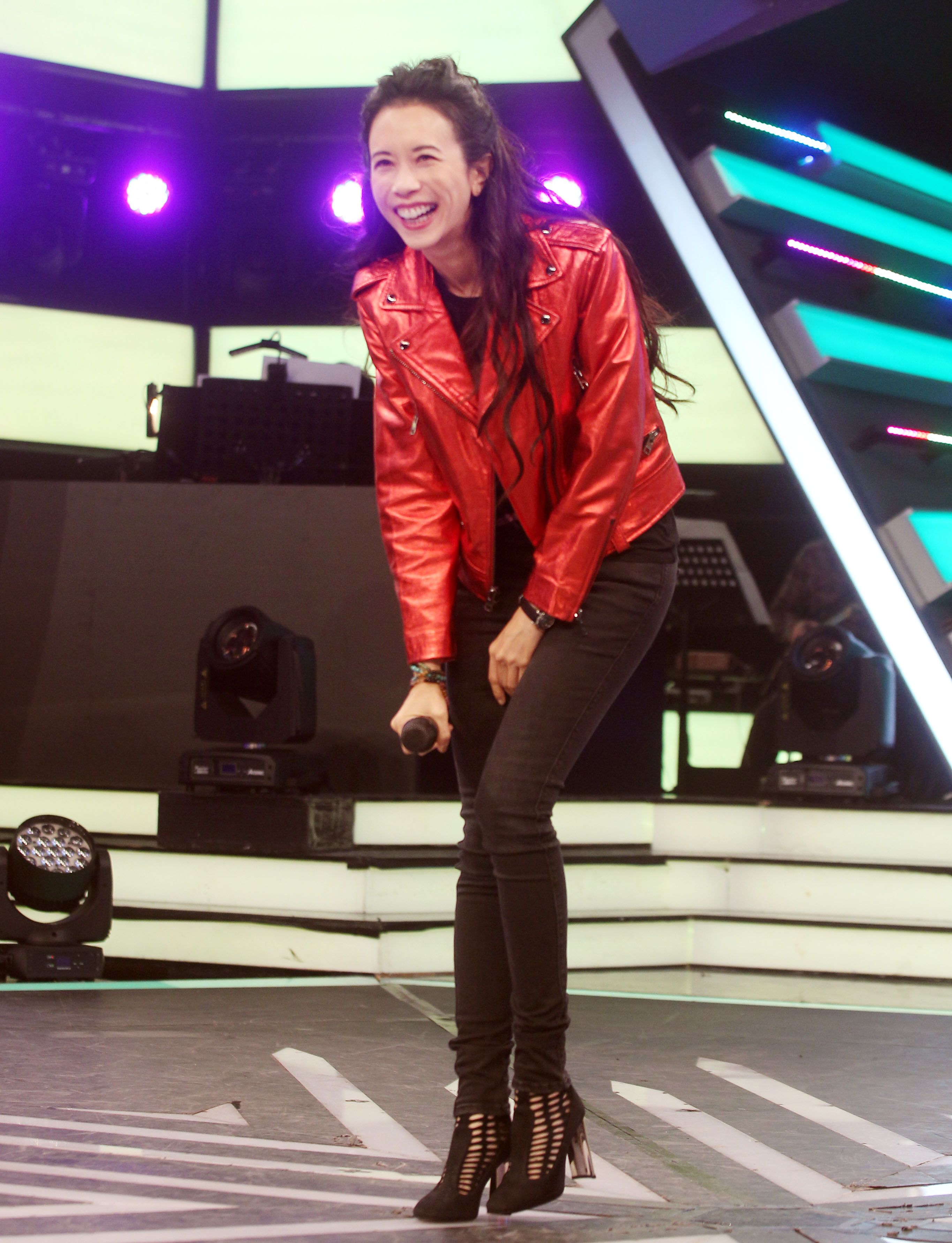莫文蔚上吳宗憲的「綜藝大熱門」節目,同時宣布12月在台北小巨蛋演唱會,將是她大型表演最後的演唱會。(記者邱榮吉/攝影)