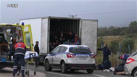 希臘卡車發現41名非法移民/AP授權