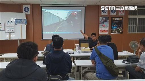 台北市南港分局前往駕訓班進行大型重機交通宣導(翻攝畫面)