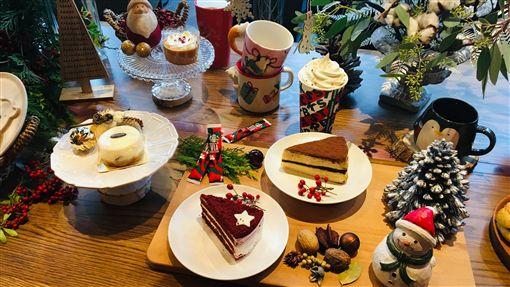 耶誕限定商品及禮物商機 咖啡業者估業績增2成台北街頭逐漸瀰漫耶誕氛圍,咖啡業者表示,今年持續推出耶誕限定飲品以及咖啡相關商品,預計耶誕檔期業績將較平時增長2成。中央社記者蔡芃敏攝 108年11月5日