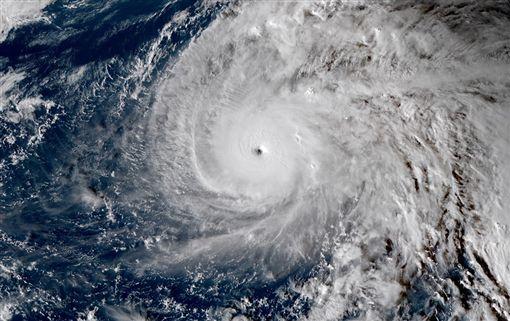 中颱,今年第23號颱風「哈隆」(Halong)(圖/翻攝自台灣颱風論壇|天氣特急臉書粉絲專頁)