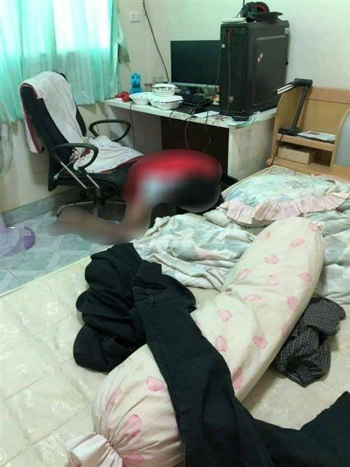 泰國,少年猝死電腦前,跪趴(圖/翻攝自เกาะติดสถานการณ์และอุบัติเหตุ臉書)
