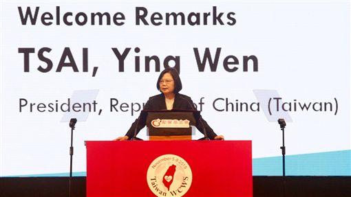 蔡總統出席世界婦女庇護安置大會(1)第4屆世界婦女庇護安置大會(4WCWS)5日下午在高雄展覽館舉行,總統蔡英文出席開幕式並致詞。中央社記者董俊志攝 108年11月5日
