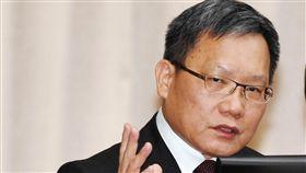 美中貿易戰 財長:長遠來看對台灣是正面發展財政部長蘇建榮6日指出,觀察美中貿易戰帶來的最大影響在於產業結構轉變,紅色供應鏈及非紅色供應鏈出現區隔,未來應該也會持續按照此趨勢發展,長遠來看,對台灣來說,這是正面發展。中央社記者施宗暉攝 108年11月6日