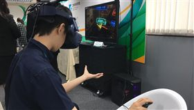 中鋼首次導入VR 培訓高爐製程新人中鋼與工研院合作開發,針對高爐製程導入VR,將運用在新人培訓,為中鋼首次嘗試運用VR培養新人。中央社記者潘羿菁攝 108年11月6日