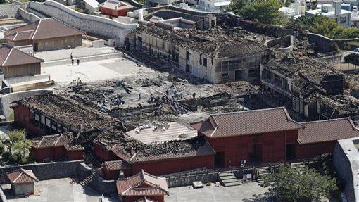 日本沖繩象徵古城首里城10月31日發生大火,燒毀包括正殿在內的7棟建築物。沖繩縣那霸市政府11月1日開始在網上募款,截至6日中午已募得逾3億5000萬日圓。(共同社提供)