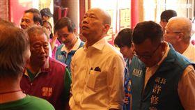 韓國瑜參拜關帝廟。記者李依璇攝影