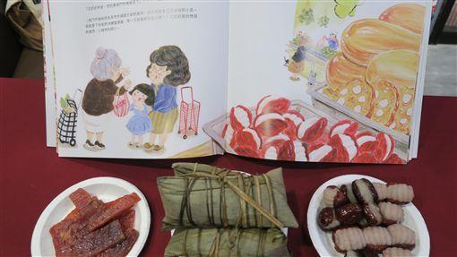 首本南門市場主題繪本 勾起老台北人美味回憶首本南門市場主題繪本「一家人的南門市場」,由聯經出版,以文字與圖繪記錄南門市場最為人熟悉的樣貌,重現特色美食,勾起老台北人的美味回憶。中央社記者陳政偉攝 108年11月6日