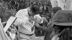 香港建制派立法會議員何君堯被人持刀刺傷。 (圖/翻攝 巴打絲打Facebook Club)