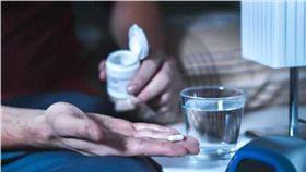 (16:9)安眠藥,花草茶,猥褻,美髮師,日本(圖/翻攝自Shutterstock)