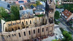 惡火再毀古蹟!荷蘭百年教堂象徵「尖塔斷裂」當地居民心碎(圖/翻攝自YouTube Sleutelstad)