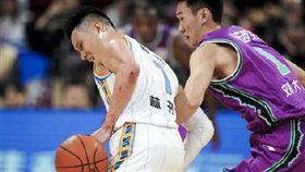 林書豪手臂多處遭對手抓傷。(圖/翻攝自微博)