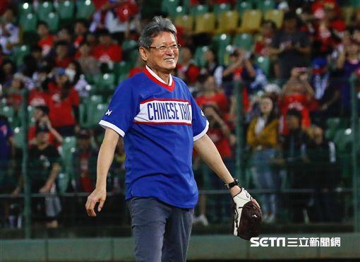 洛杉磯奧運班底再聚首為中華隊加油,郭泰源開球。(圖/記者林聖凱攝影)